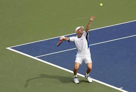 网球上旋发球慢动作图片