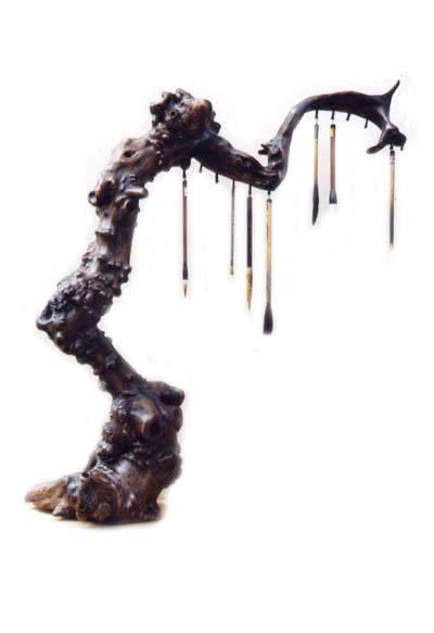 在砍伐时,要按枯木艺术的要求去挖,力求不伤根皮,因为有时树,根皮是