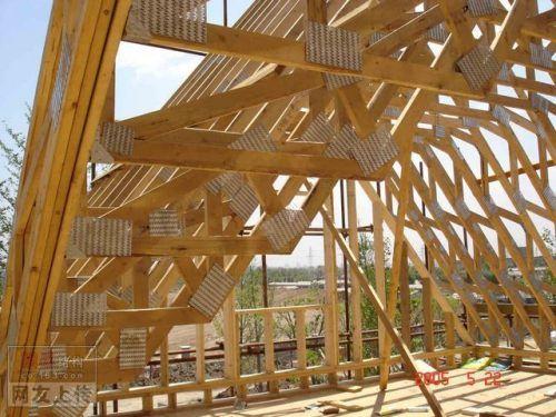 刚找到的几张木结构施工图片(国外的)