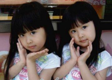 超级可爱的双胞胎小姐妹[组图]