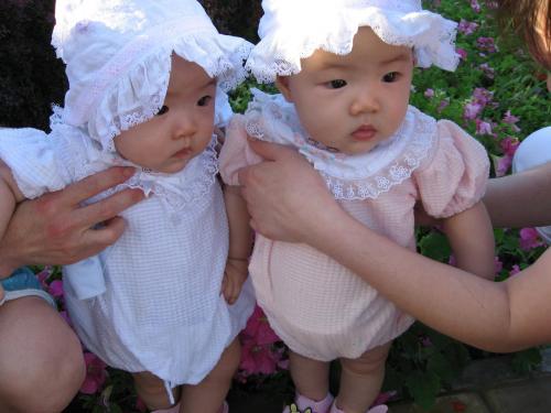 可爱双胞胎