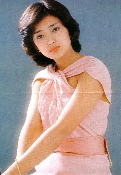 一时的日本女星山口百惠,自1980年于武道馆举行引退演唱会后,离开图片