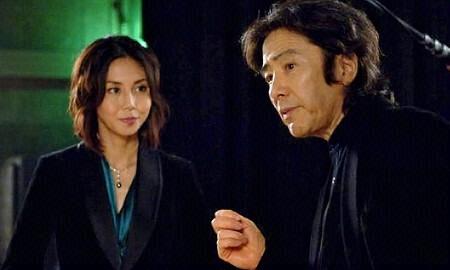 松岛菜菜子,日本很美的一个女星,在这个故事中她是一个双胞胎,姐姐